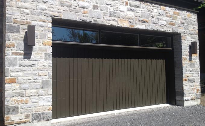 Porte d 39 acier personnalis e et unique portes bourassa for Porte de garage en acier prix