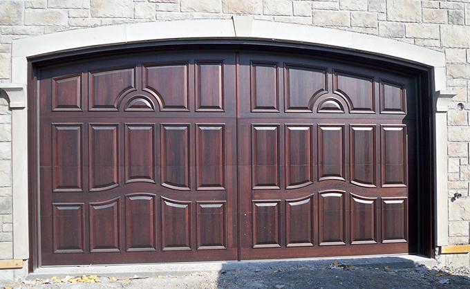 Wooden garage door - Tudor Style #045 & Portes Bourassa | Wooden garage door - Tudor Style #045 pezcame.com